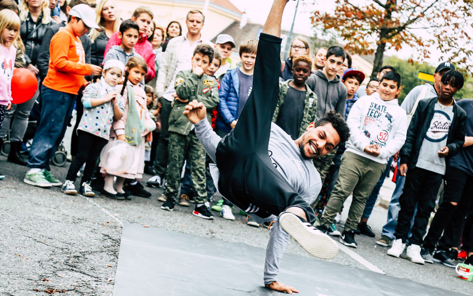 Ein Break Dancer auf dem Streelife Festival