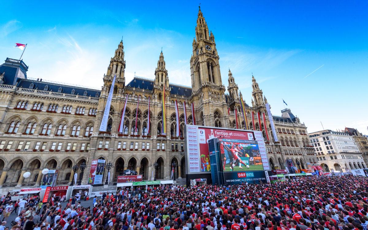 Das Public Viewing auf dem Rathausplatz bei der EURO 2016
