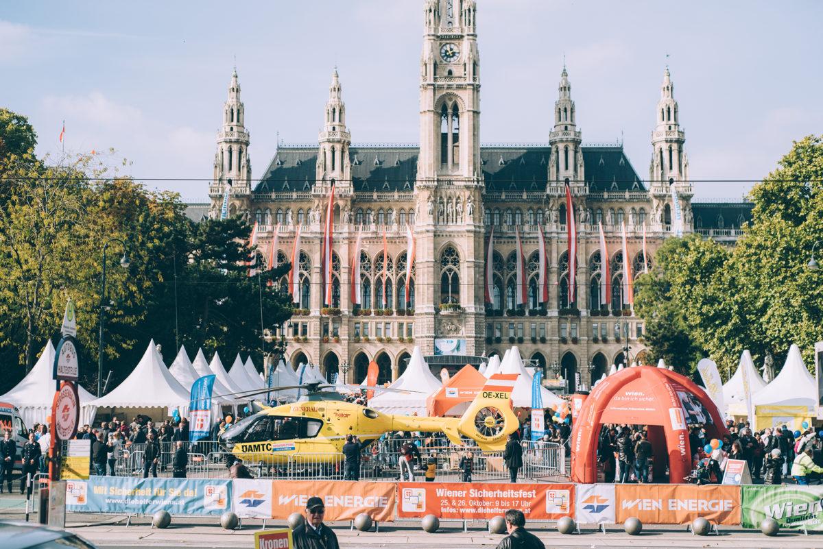 Das Sicherheitsfest vor dem Rathaus