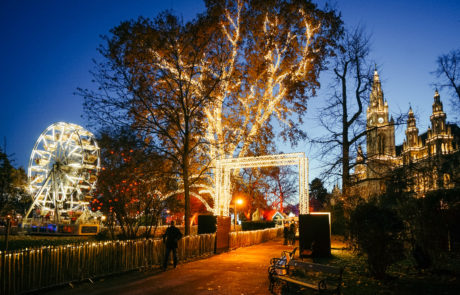 Der Weihnachtstraum mit Rathaus im Hintergrund