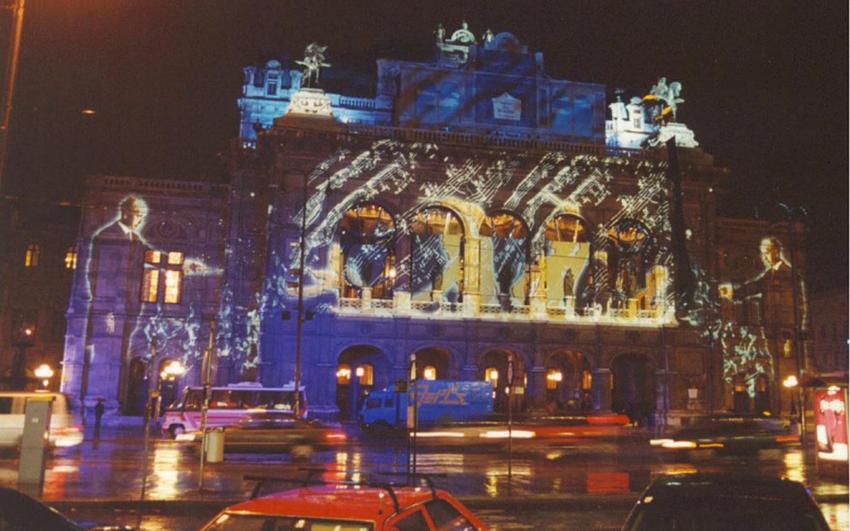 Eine Lichtinstallation im Gedenkjahr 2000