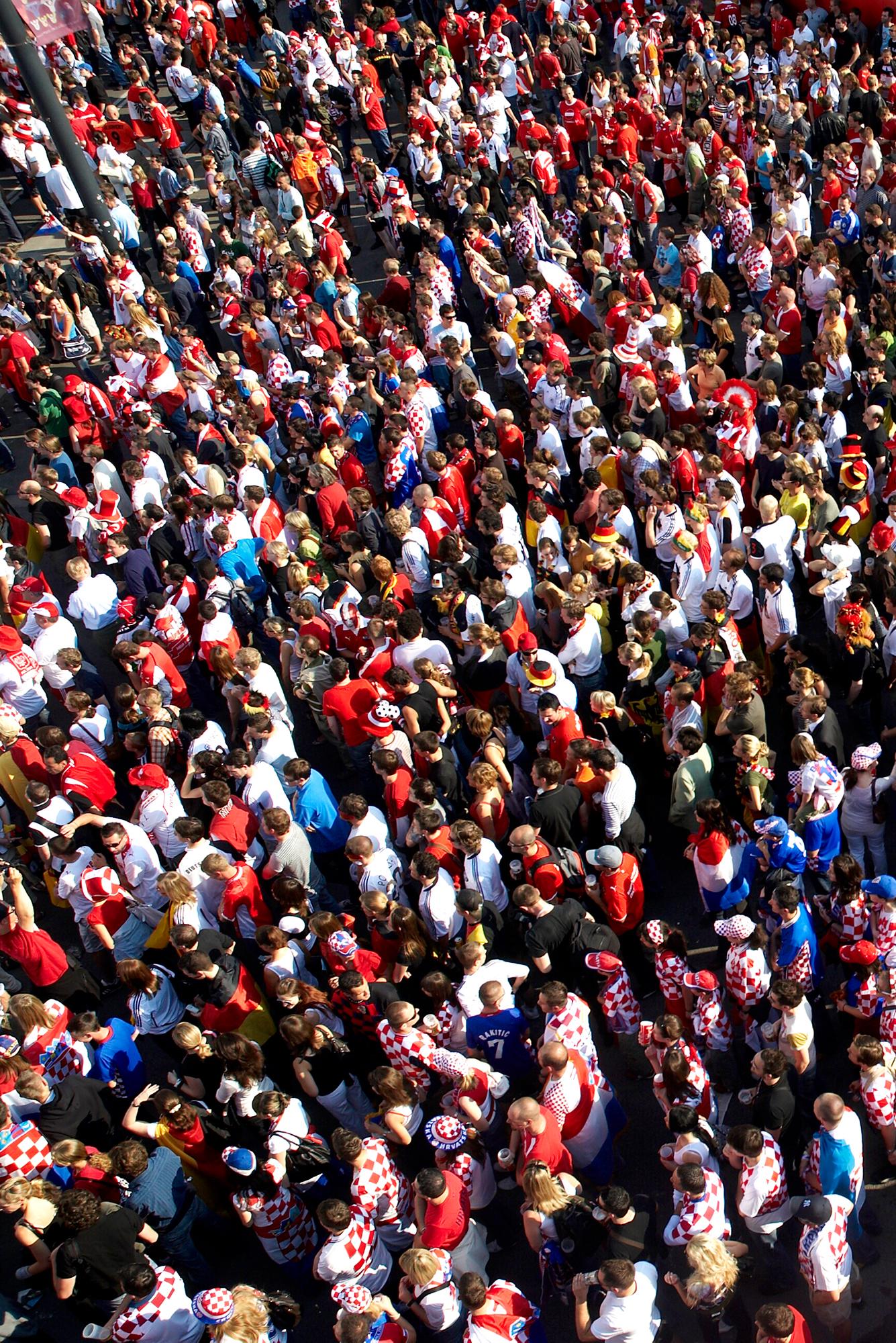 Tausende Fans in der Fanzone 2008