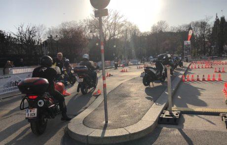 Motorräder neben dem Burgtheater
