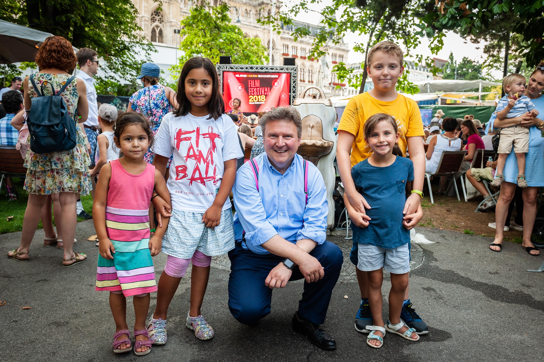 Bürgermeister Michael Ludwig besucht Kinderopern Festival