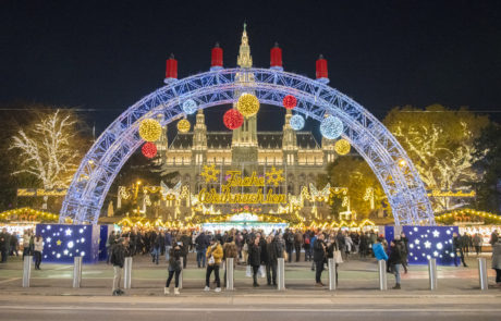 Der Bogen vor dem Wiener Weihnachtstraum