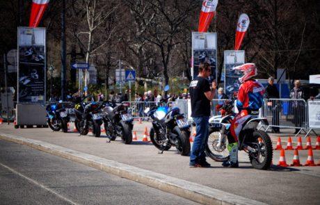 Geparkte Motorräder vor dem