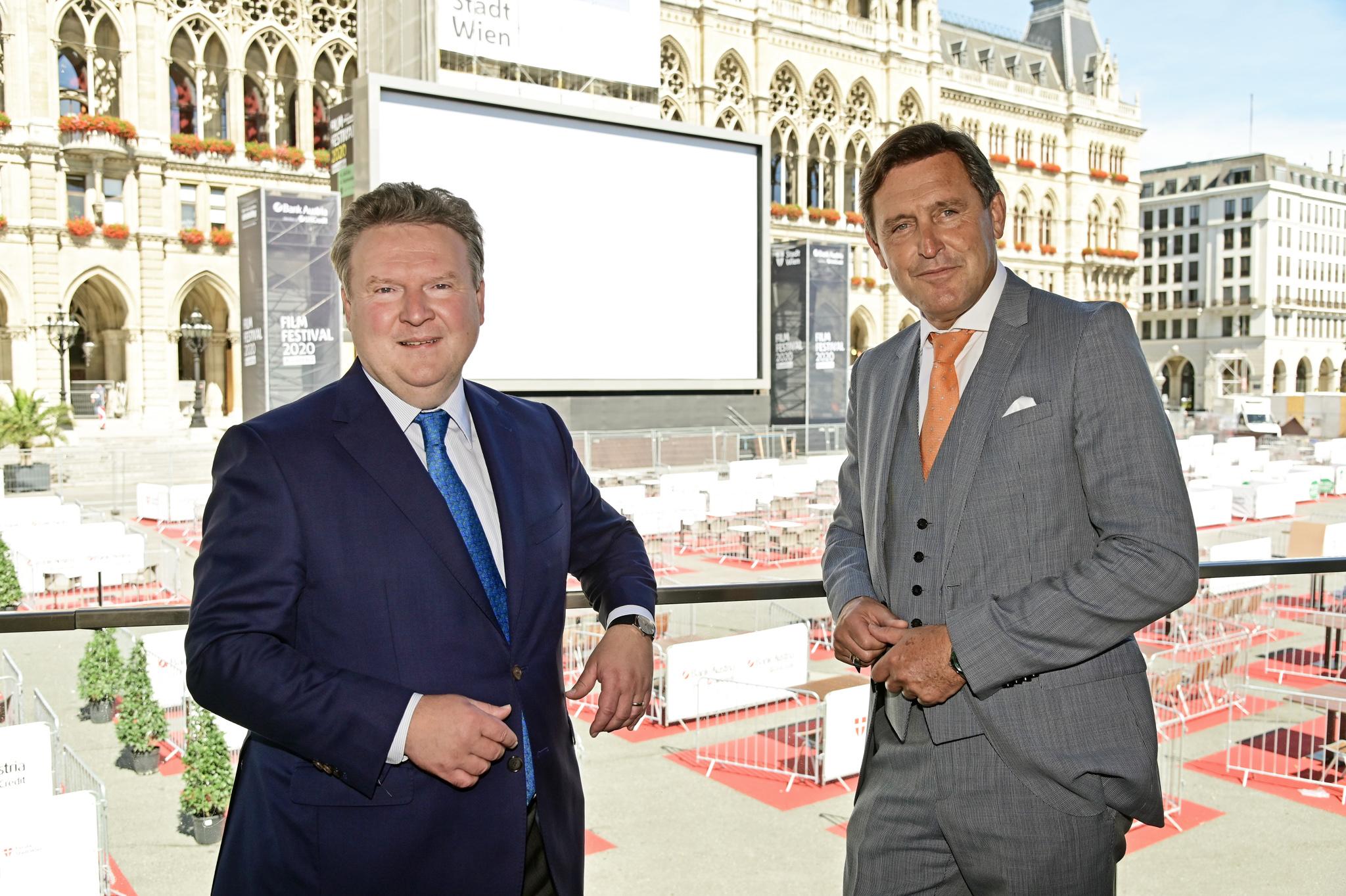 Bürgermeister Ludwig und Stadtrat Hanke besuchen den Aufbau des Film Festivals 2020